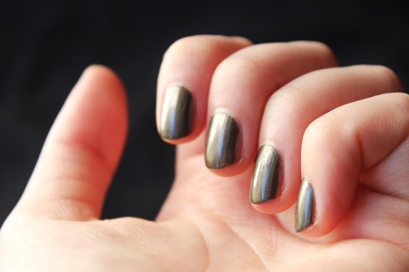 Vernis à ongles Avril Acier nacré n°102 - Juliette blog féminin