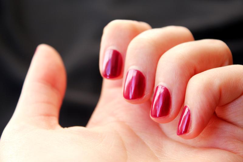 Vernis à ongles Avril Bourgogne N° 26 - Juliette blog féminin