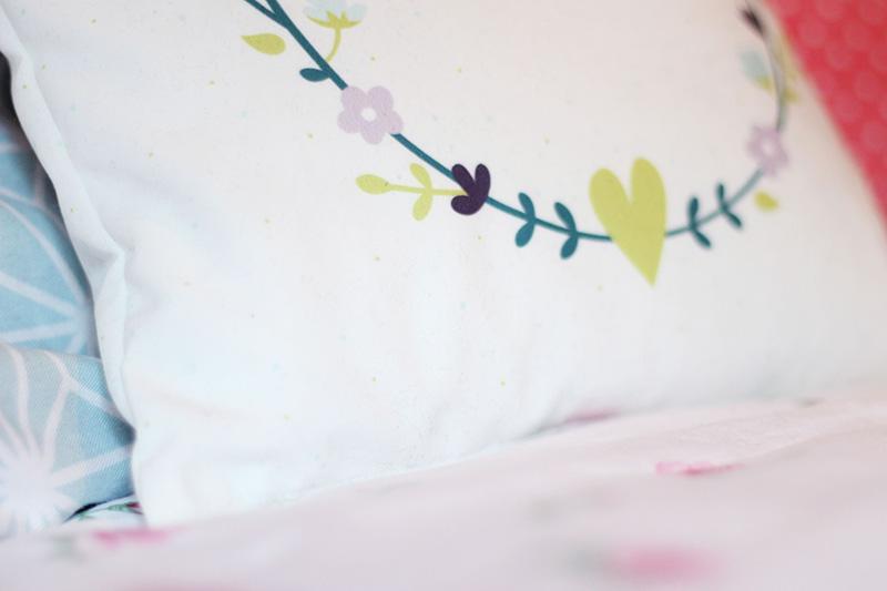 Coussin imprimé fleurs - Juliette blog féminin