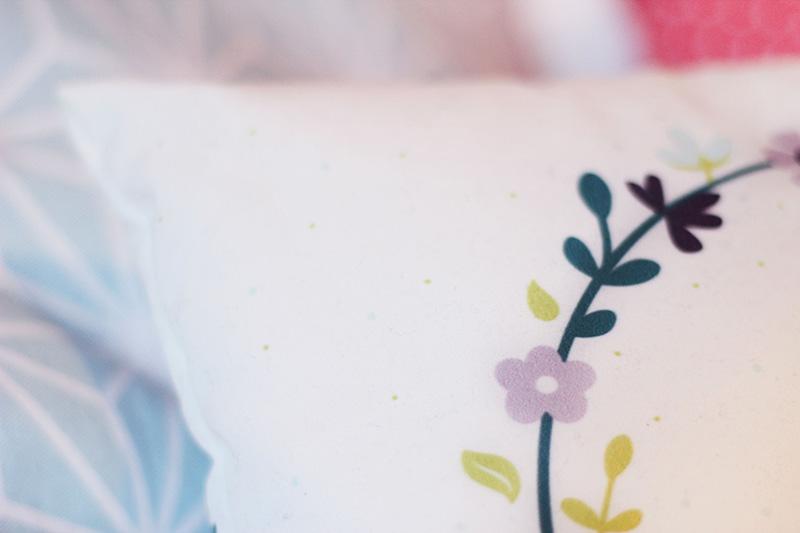 Coussin motif fleurs - Juliette blog féminin