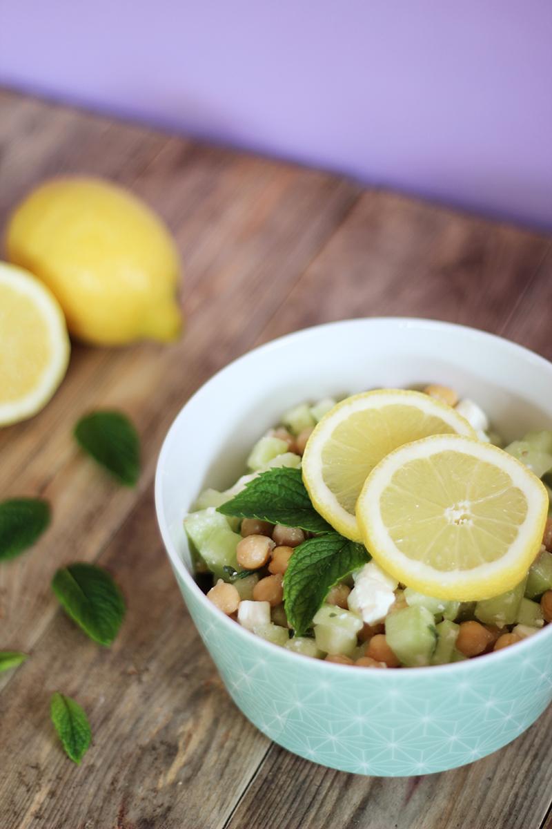 Salade de pois chiches concombre feta citron vert et jaune menthe - Juliette blog féminin