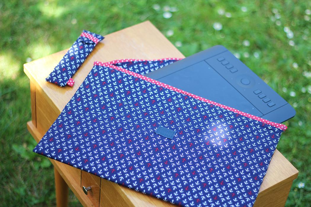 Pochette ancres marines tablette graphique - Juliette blog féminin