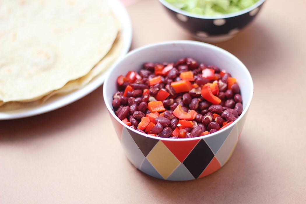 tortillas haricots rouges poivrons tomates salade oignons avocat seitan (3)